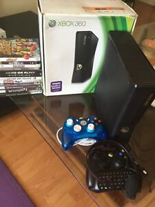 Xbox 360 Slim 320 GB 80 games + 2 controls + Keyboard + headset
