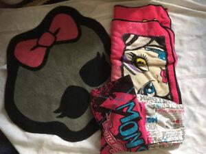 Monster High twin sheet set , blanket and carpet