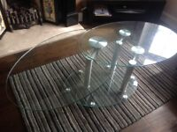 Glass expanding coffee table