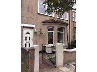 Nice spacious 7 bedroom house in Waltham Cross EN8