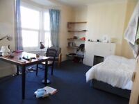 Extra large double room in shared house in Clapham. Inclusive of all bills £650pcm.sw4 7pz