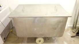 Stainless steel mobile tank with lid