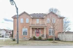 Well maintained corner semi-detached house in markham