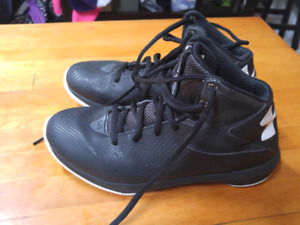 Boys Under armour court shoes size 4.5