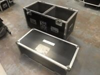 Twin speaker flight case with divider