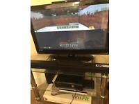 XBOX 360 4GB WITH KINECT, 2 GAMES and 2 CONTROLLERS FOR SALE DUE TO GETTING XBOX ONE