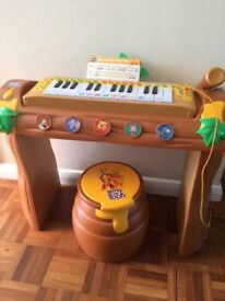 Winnie the Poo kids keyboard with microphone