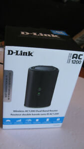 D-Link DIR-820L Wireless AC1200 Dual Band Router - Like New -