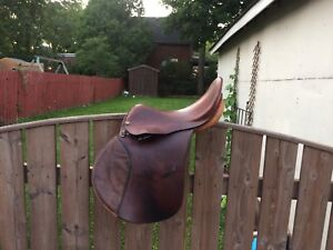 English Saddle, 17""
