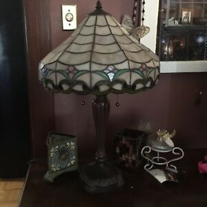 Gorgeous Tiffany style table lamp