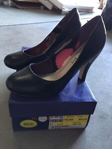 Cute never worn Madden Girl shoes