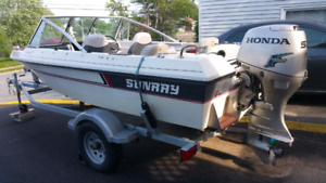 16 FT SUNRAY OUTBOARD BOWRIDER 50 HP HONDA 4 STROKE AND TRAILER
