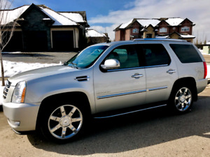 PRICED TO SELL!! 2010 Cadillac Escalade luxury crossover SUV