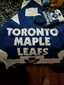 Toronto Maple Leafs  Apron and oven glove