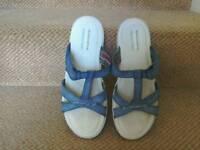 Excellent condition Skecher sandals size 6