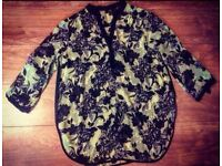 Wallis Ladies Flowered Patterned Blouse - Size Large