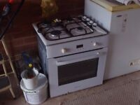 Hotpoint single oven and gas hob 550