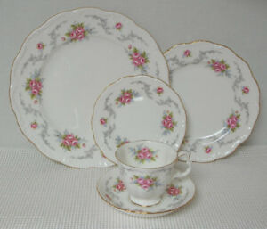 Royal Albert TRANQUILLITY 5 pce place setting. Vintage.