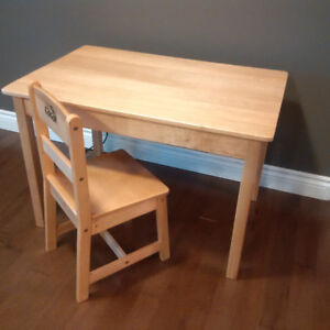 Kidcraft play table - 2 chairs