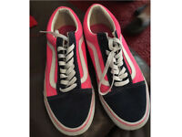 VANS OLD SKOOL size 7