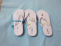 3 pairs women's flip flops