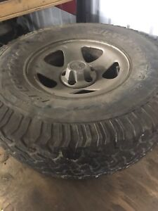 "Pneu all terrain jeep 33""  10.5 r15"