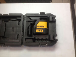 DeWalt laser level  DW088 - AAx3 battery operated in carry case