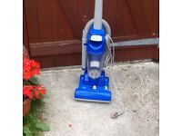 Upright floor and carpet cleaner