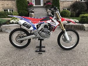 2015 Honda Crf 250R like new with super low hours