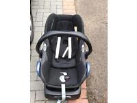 Maxi cosi family isofix base and car seat