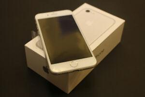IPhone 7 Silver 32GB, Open Box, Lock to Telus/Koodo