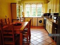 3 bedroom flat in Old Reigate Road, Betchworth , RH3 (3 bed)