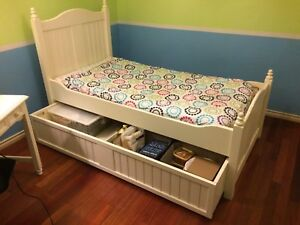 Youth trundle bed