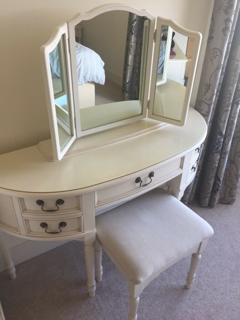 Laura Ashley Clifton bedroom furniture   dressing table  drawers and  bedside tables. Laura Ashley Clifton bedroom furniture   dressing table  drawers