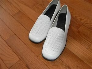 SHOES – WOMEN`S WHITE – LIKE NEW