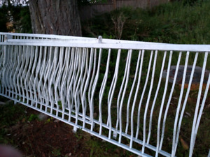 32+ feet of white aluminium deck railing