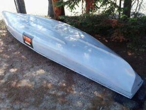 canot 14.5 pieds de marque radisson en fibre de verre 350.00$