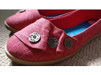 Blowfish women flat and very comfortavle shoes, size 5