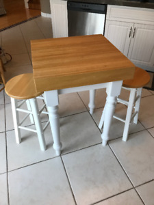 butcher block table *great condition