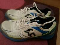 Junior cricket shoes good clean condition Size 6