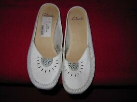 Clarkes white size 5 very little used as can be seen from photos and lack of ware on soles/heels