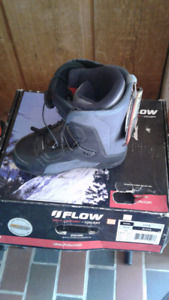 Young Women's Flow snowboard boots 6.5