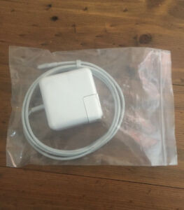 MACBOOK CHARGER — APPLE 45W POWER MAGSAFE ADAPTER