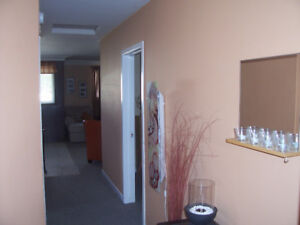 LARGE BRIGHT 2 BEDROOM APARTMENT  UPPER