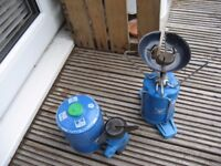 2 SMALL CAMPING STOVES WITH 2 GAZ CANISTERS