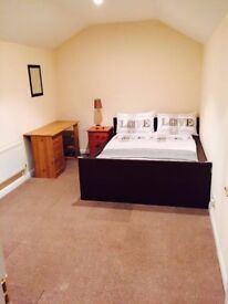 LOFT DOUBLE BEDROOM FOR A SINGLE PROFESSIONAL