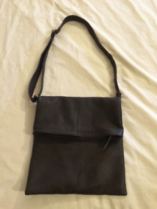 Italian leather bag, NEW. Looking for offers.