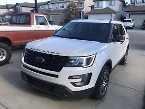 2016 FORD Explorer Sport 2nd row Captain + Pano Roof