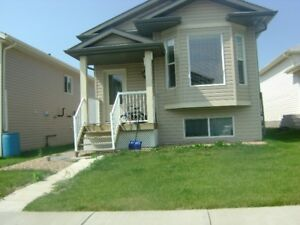 13th MONTH FREE RENT- BEAUTIFUL HOUSE NEAR DOWNTOWN CAMROSE