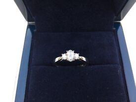 LUNNS 3 STONE DIAMOND AND PLATINUM ENGAGEMENT RING BRAND NEW